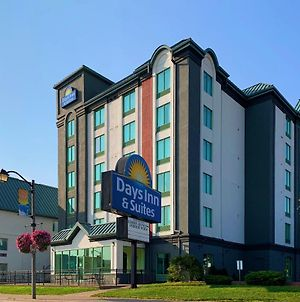 Days Inn & Suites By Wyndham Niagara Falls Centre St. By The Falls photos Exterior