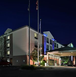 Holiday Inn Express Hotel & Suites Milwaukee-New Berlin, An Ihg Hotel photos Exterior