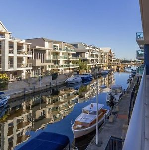 Luxurious Mandurah Marina Apartment photos Exterior