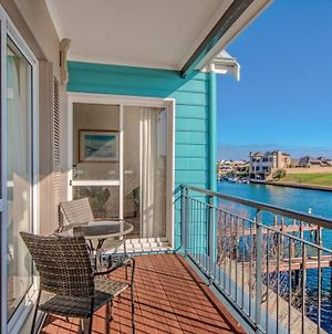 Waters Edge Apartment With Jetty photos Exterior