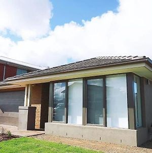 5Bed 2Bath Family House In Werribee photos Exterior