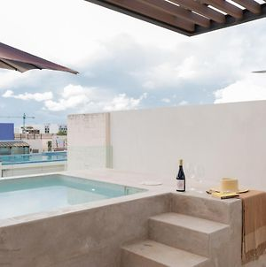 Luxurious Beachfront 3Br Penthouse With Hot Tub & Private Rooftop photos Exterior
