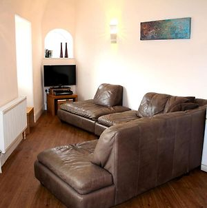 Cotswolds Valleys Accommodation - Bell Apartments - Exclusive Use Two Bedroom Family Holiday Apartment photos Exterior
