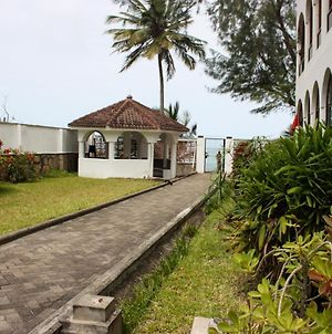 Mombasa Getaway - 4 Bedrm Beachfront Villa In Nyali photos Exterior