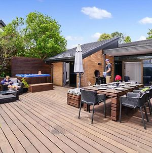 The Bird House - Kawaha Point, Rotorua. Stylish Six Bedroom Home With Space, Views And Relaxed Atmosphere photos Exterior