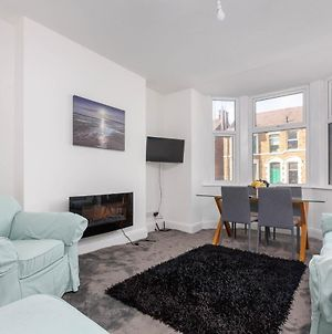 Modern Two Bedroom Apartment Close To The Seafront photos Exterior