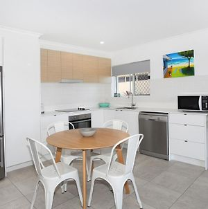 Harbour Lights 1 - Newly Renovated One Bedroom Unit At The Top Of Alexandra Headland! photos Exterior