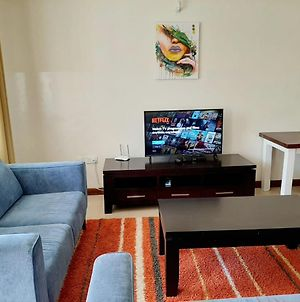 Evergreen Apt 2; A 2 Bedroom Flat In A Great Location photos Exterior