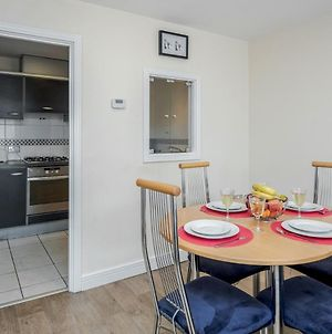 Cozy Two Bed Apartment In London Docklands photos Exterior
