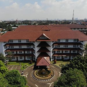 Wisma Makara Universitas Indonesia photos Exterior