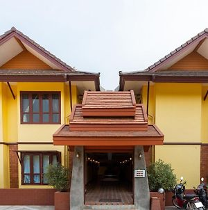 Yellow Tique Hotel photos Exterior