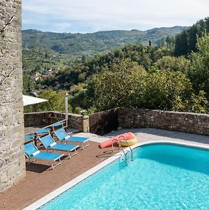 Attractive Holiday Home In Casola In Lunigiana With Pool photos Exterior