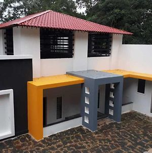 Impeccable 3-Bed Cottage In Sirumalai photos Exterior