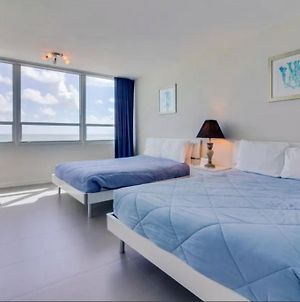 Oceanview Studio On Beach With Pool, Gym, Bars, And Free Parking photos Exterior