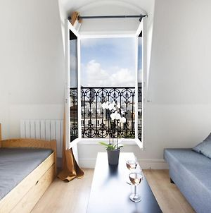 Bright Studio In The Heart Of The 17Th, View Of The Arc De Triomphe photos Exterior