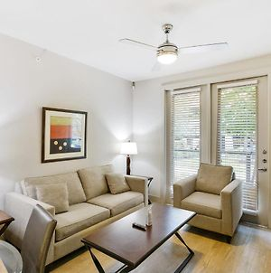 Gorgeous Updated 1 Bedroom With Pool And Gym photos Exterior