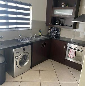 Beautiful Homely Apartment Opposite Fourways Mall. photos Exterior