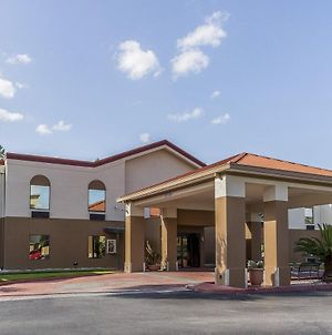 Red Roof Inn & Suites Hinesville - Fort Stewart photos Exterior