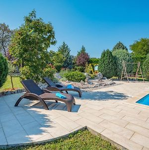 Rustically Furnished Villa With Swimming Pool And Spacious Yard Near Labin photos Exterior
