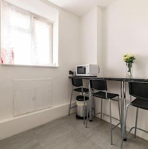 Martin House Lovely Cosy Two Bedrooms Apartment With Private Balcony Zone One photos Exterior