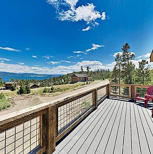 Stylish New Lake-View Home With Fireplace & Firepit Home photos Exterior