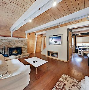 Updated Retreat - Rock Fireplace, Cabin Ambience Home photos Exterior