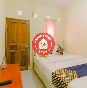 Spot On 2750 Ayu Homestay Syariah photos Exterior