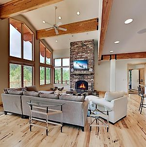 Epic Mountain Lodge Hideaway With Fireplaces & Deck Home photos Exterior