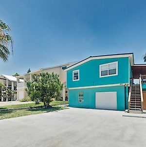 2-Unit Beach Hideaway With Private Yard & 2 Kitchens Home photos Exterior