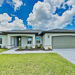 Lavish New-Build With Sleek Kitchen, Spacious Yard Home photos Exterior