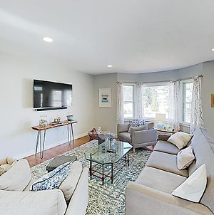 New Listing! Gorgeous Remodel With Walkable Locale Home photos Exterior