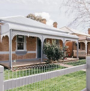 Dimby Cottage Beautifully Restored Heritage Home photos Exterior