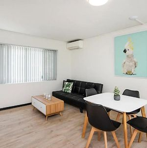 Comfortable Living Space Close To Foreshore And Cbd photos Exterior