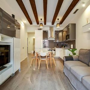Stylish 1 Bed With Rooftop Terrace Near Las Ramblas photos Exterior