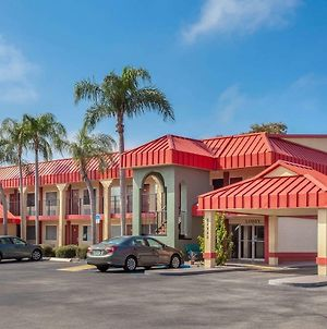 Super 8 By Wyndham Clearwater/Us Hwy 19 N photos Exterior