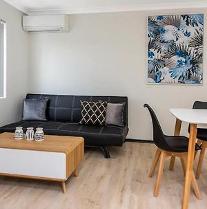 Bright 1 Bedroom Apartment Close To Foreshore And Cbd photos Exterior