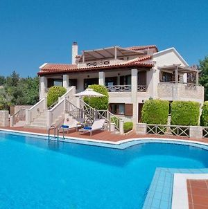 Gavalochori Villa Sleeps 13 With Pool And Air Con photos Exterior