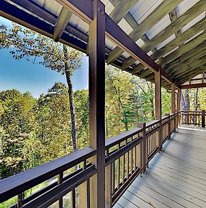 Expansive Home With 2 Decks - 5 Minutes To Slopes Home photos Exterior