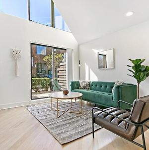 Easeful 1-Bedroom Loft Adjacent To Wrigley Field photos Exterior