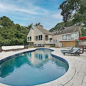 Beautifully Updated Gem - New Pool - Near Beach Home photos Exterior