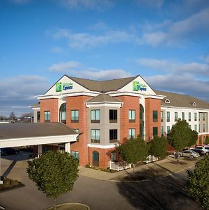 Holiday Inn Express Hotel & Suites Olive Branch photos Exterior