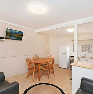 Pacific View Unit 1 - Ground Floor, Comfortable Budget Style, Beachfront Rainbow Bay Coolangatta photos Exterior