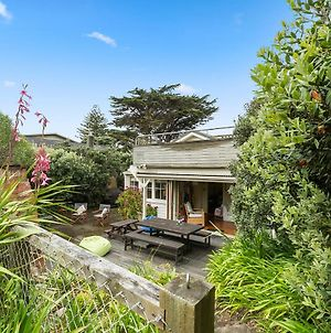 The Beach Bach - Waikanae Beach Holiday Home photos Exterior