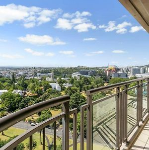 Bright One Bedroom Beauty With Balcony And Unbeatable Views photos Exterior