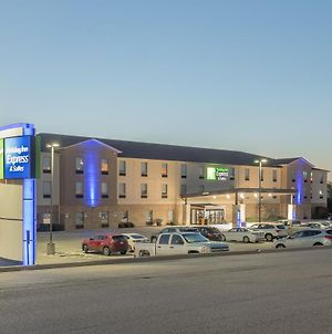 Holiday Inn Express & Suites N Waco Area - West photos Exterior