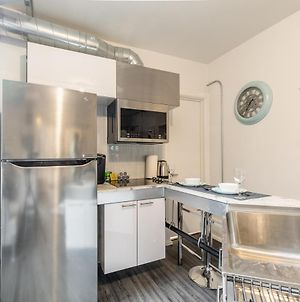 Newly Renovated - Upscale 1Br With Balcony - Byward Market! photos Exterior