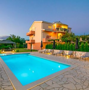 Holiday Home Prunus With Heated Pool photos Exterior