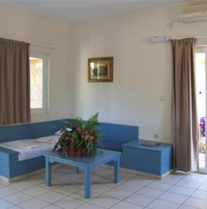 Apartment For 5 Persons, With Swimming Pool, Near The Beach photos Exterior