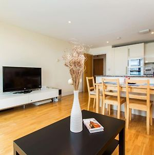 Chrisp Street Modern Bright Three-Bedroom Apartment With A Private Balcony photos Exterior