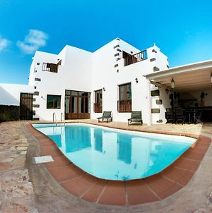 House With 3 Bedrooms In Tinajo With Wonderful Mountain View Private Pool Furnished Terrace 8 Km From The Beach photos Exterior